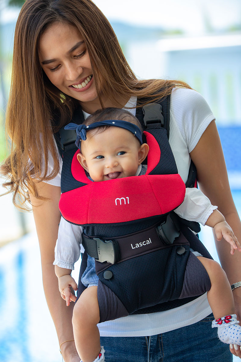 m1 Carrier mum with kid front facing 01