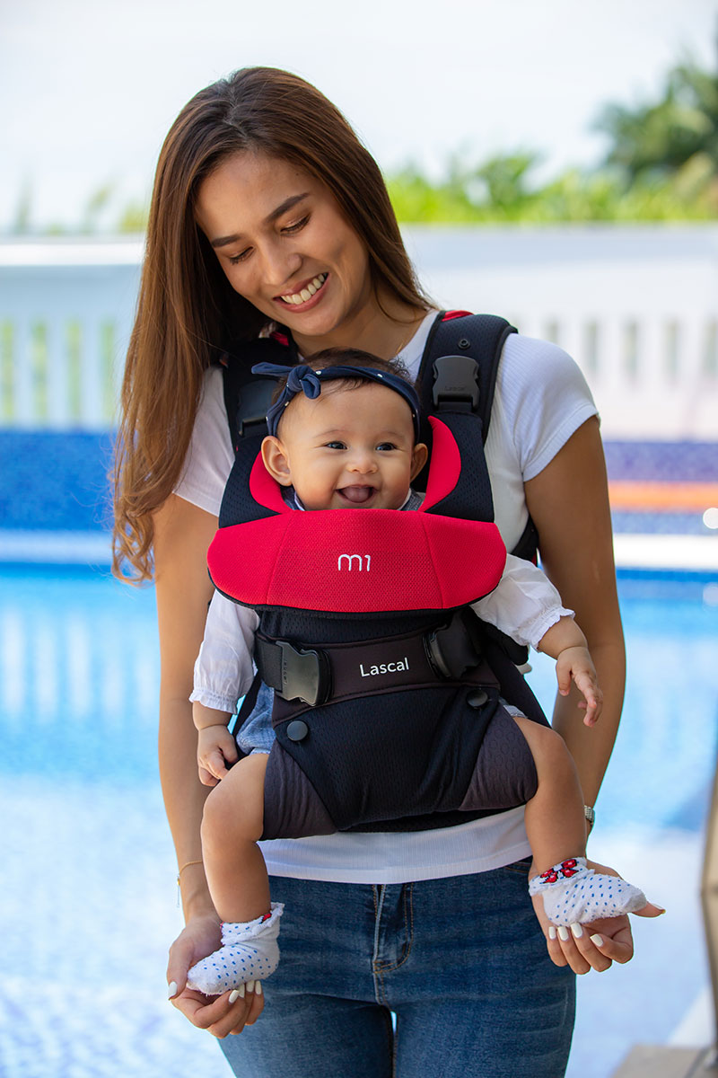 m1 Carrier mum with kid front facing 03