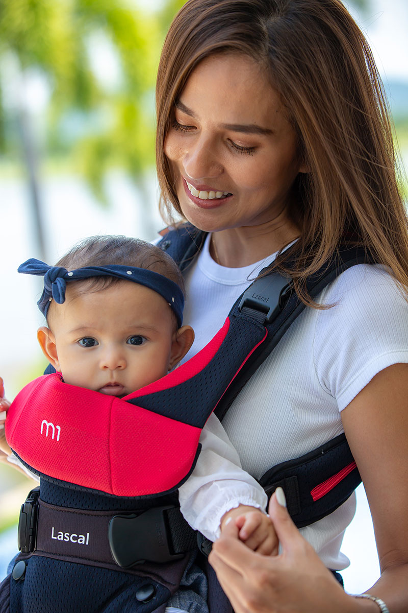 m1 Carrier mum with kid front facing upper body 01